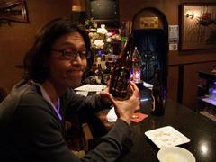 珍しく、ライブ前にお酒を頂く池田君