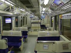 1000形の車内…車両の端の座席が特徴的です