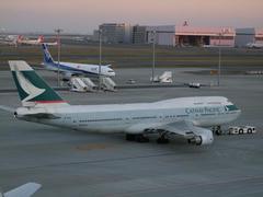 香港行きのキャセイ・パシフィック航空のジャンボ