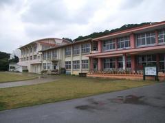レコーディングの舞台となった阿嘉島の学校