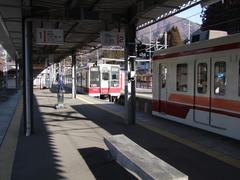 新藤原駅より先は、2両編成で運転です