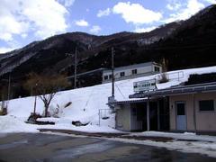 山の中の、静かな雰囲気の駅です