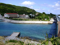 外地島側から慶留間島を望む