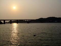 夕日と阿嘉大橋の取り合わせは、今回初ですね