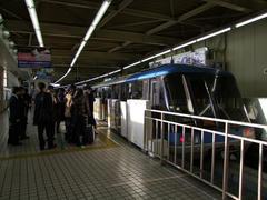 モノレールの浜松町駅時点で、7:00を過ぎていました