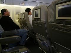 自分の左隣の席は、2席とも空席…