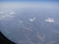 山の中にある広島空港を望む