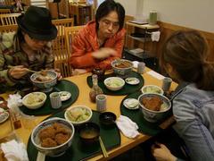 ソースかつ丼の名店、志多美屋にて