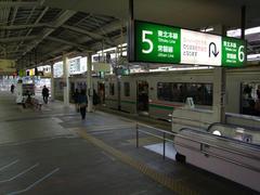 折り返して仙台駅発になった列車は、帰宅客で満員に近い状態でした…これも普段の風景でしょう