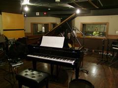 広くて快適なピアノ・ブース