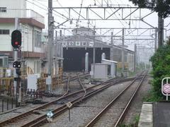入生田駅には、登山鉄道車両の車庫が併設