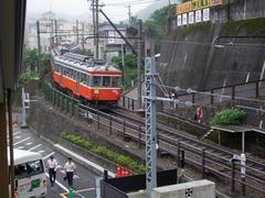 箱根湯本駅を出ると、早速80‰の勾配が現れます
