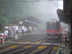 宮ノ下駅は、活気のある駅でした