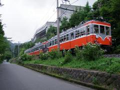 モハ2形のモハ108車両は、前面の塗装が若干異なります(これは昭和30年代の塗装です)