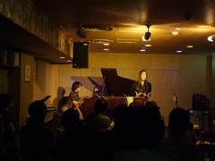 鹿嶋さんとのデュオ・ライブでは久々とも言える、グランドピアノを使用しました!