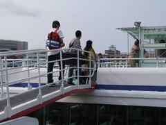 船に乗り込む一同