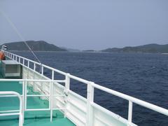穏やかな景色ですが、船のスピードは結構なものです