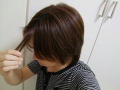 髪は、あまり短くはしてません…
