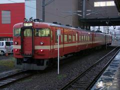 再度、東室蘭駅からは、国鉄型の711系で…