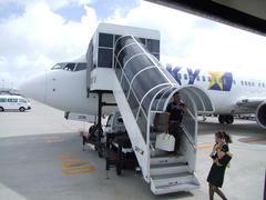 那覇空港に到着!…風が強いです