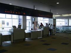 福岡空港到着…早く乗り継がないと!