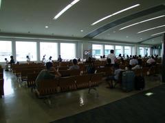 出発便を待つ、今朝の那覇空港の風景