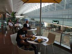 まずは羽田空港で1杯…(笑)