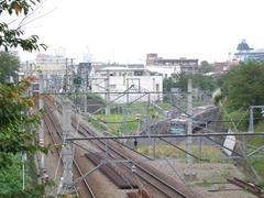 東横線(左)と、目黒線(右)が合流します(左奥が自由が丘)