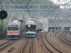 東急9000系(左)と、横浜高速鉄道2000系(右)