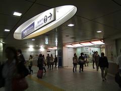 横浜駅の入り口は、意外にも目立たない感じが…
