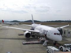 背後には、ライバル航空会社、日本航空が…
