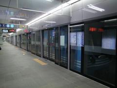 全ての駅にはホームドア(韓国ではスクリーンドアと呼ばれています)が設置されています