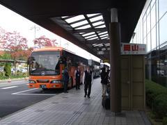 自分はバスで岡山空港へ…