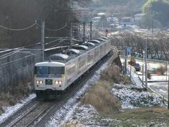 残雪を見つつ、万座・鹿沢口駅へ…