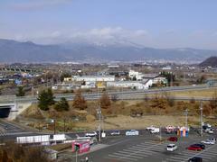 泊まったホテルからの眺め…長野中心部が千曲川越しに望めます
