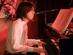 やはりグランドピアノは良いですな♪