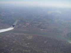 成田空港離陸!…右奥に空港が見えます