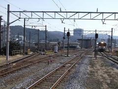 松田駅にて…右が国府津方面、左の引き込み線が小田急線に繋がっています