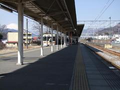 松田駅…奥にメインの駅舎が見えます