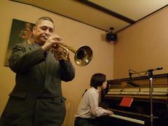 小倉さんのトランペットの吹き方が、格好良いんです