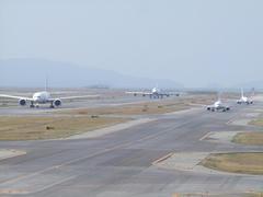 色々な飛行機がこちらに向かってきてます