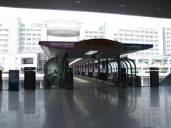 関西空港駅から見たエアロプラザ