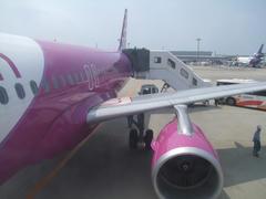 ついに搭乗!…飛行機の後ろ側にも注目!