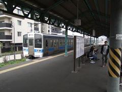 小倉駅を過ぎ、電車で門司駅へ…