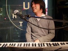 彬子さんを見て、笑っているところですね