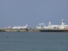 瀬長島から見た那覇空港
