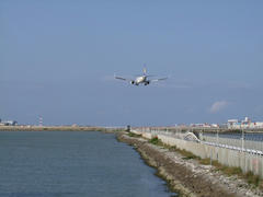 飛行機ですと、空港まですぐですね(笑)
