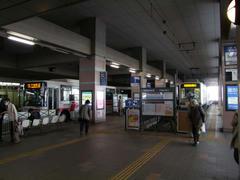 バスと同一平面上の、黒崎駅前駅