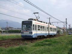 遠賀野駅付近を走る3000形…筑豊地区らしく、低めの山が多くあります