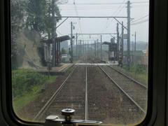前方から見た感田駅…この後、遠賀川を渡ります
